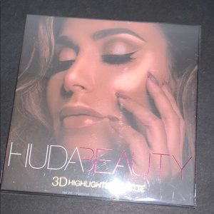 HudaBeauty 3D Highlighter Palette